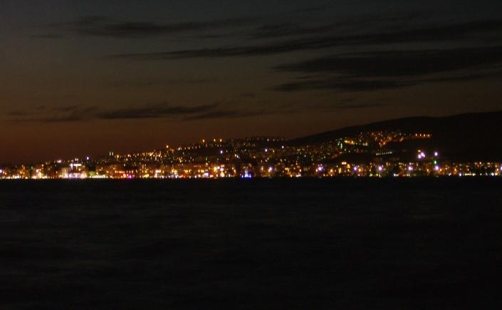 Izmir bei Nacht