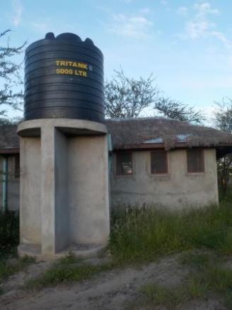 Sanitäranlagen auf dem Campingplatz im Serengeti von hinten (von drinnen will das niemand sehen)