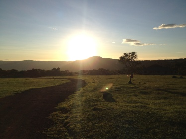 Sonnenaufgang auf dem Campinplatz Simba beim Ngorongoro-Krater