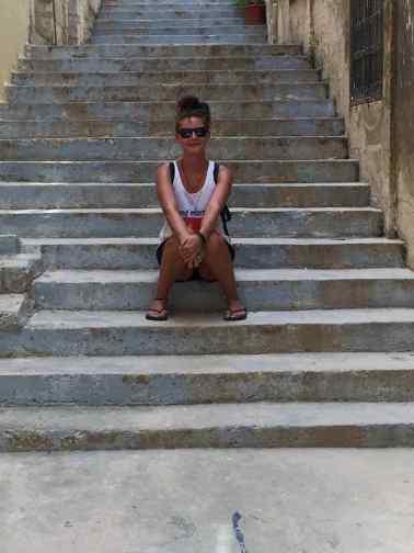 Il Birgu - Pause auf einer Treppe im Schatten - Malta