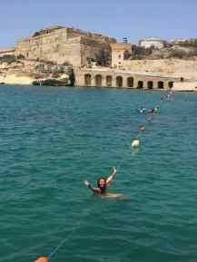 Il Birgu - Rinella Bay im Meer- Malta